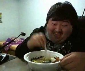 Etrange vidéo drôle d'un coréen complètement fou