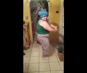 Drôle elle fait le show avec une danse endiablée
