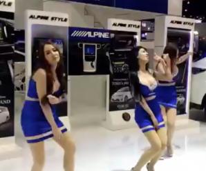 Quand des mannequins d'un salon automobile dansent, WTF !